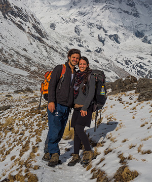 Alumna Nix '09 and her husband in the mountains