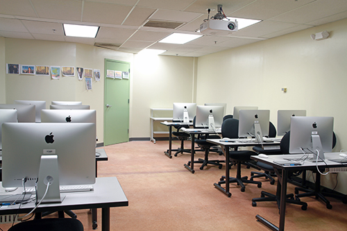 computer lab full of Mac Computers